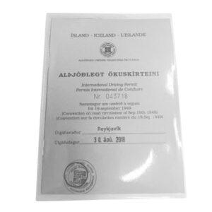 Hulstur sem henta m.a. undir Alþjóðleg ökuskírteini. stærð er 115 x 160mm ( innra mál 105 x 152mm). Opið á langhlið.