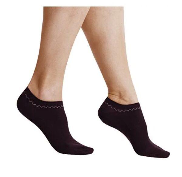 Svartir Fine In-Shoe sokkar fyrir dömur. Teygjan heldur sokkunum vel og kemur í veg fyrir að þeir losni af fætinum.